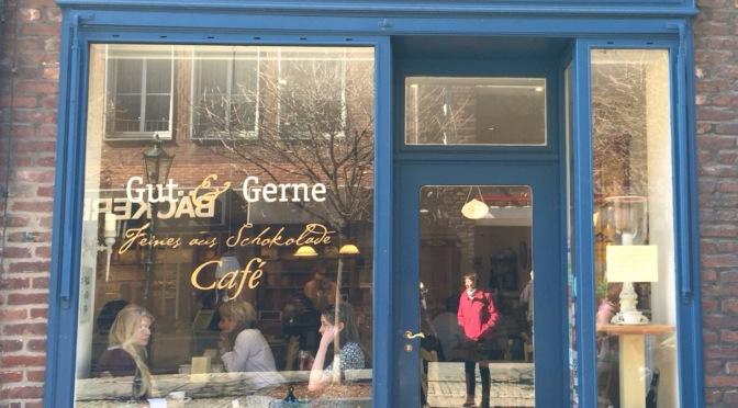 """Das Cafe """"Gut & Gerne"""" in Düsseldorf – oder – Mittwochs mag ich (Mmi) flüssige Schokolade"""